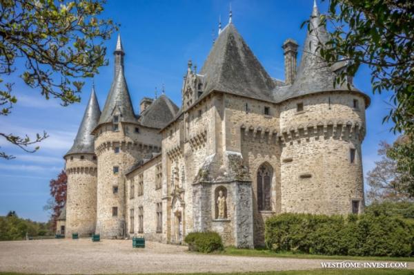 Красивый замок во Франции 15 века с богатой историей