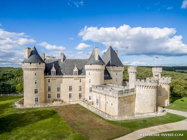 Роскошный исторический замок во Франции