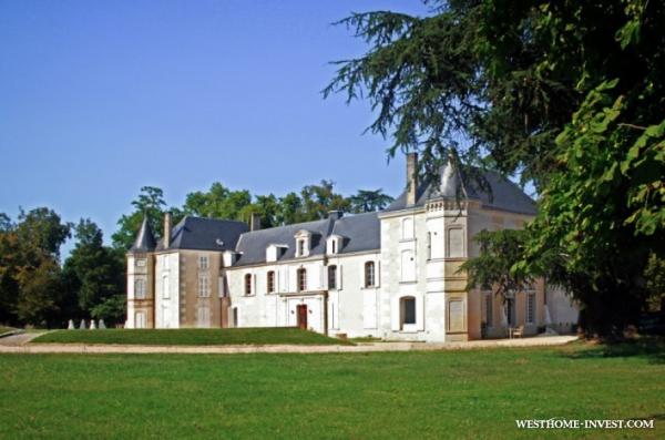 Роскошный исторический замок во Франции, в регионе Новая Аквитания