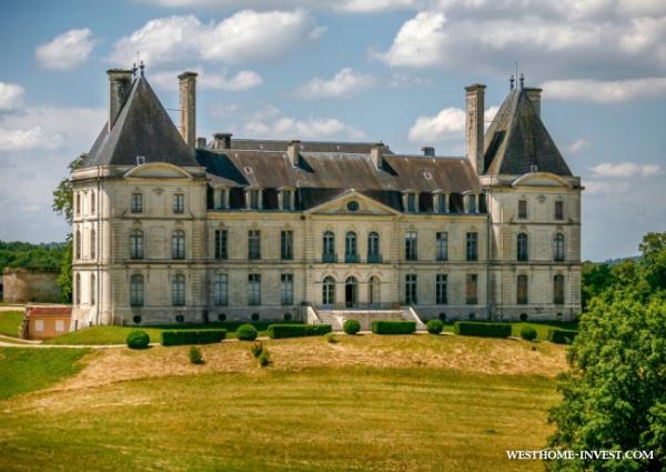 Изысканный исторический замок во Франции со своим характером