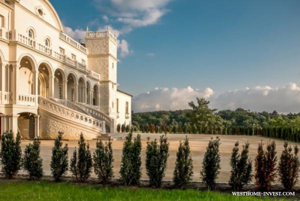 Со вкусом декорированный замок 18 века во Франци